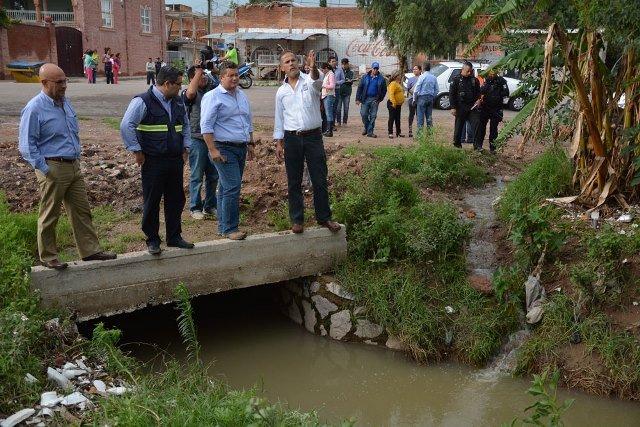 ¡Toño Arámbula visitó las comunidades afectadas por las lluvias en Jesús María!
