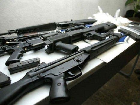 ¡Asegura la Fiscalía General de Jalisco casas, vehículos y armas de presuntos delincuentes en Arandas!