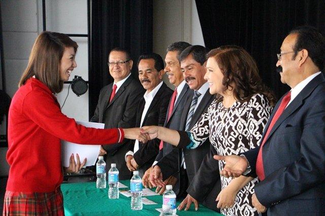 ¡Reconoce Margarita Gallegos la importancia de la comunidad estudiantil en el desarrollo de San Francisco de los Romo!