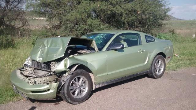 ¡3 hermanos resultaron lesionados tras estrellar su auto contra un tráiler en Aguascalientes!