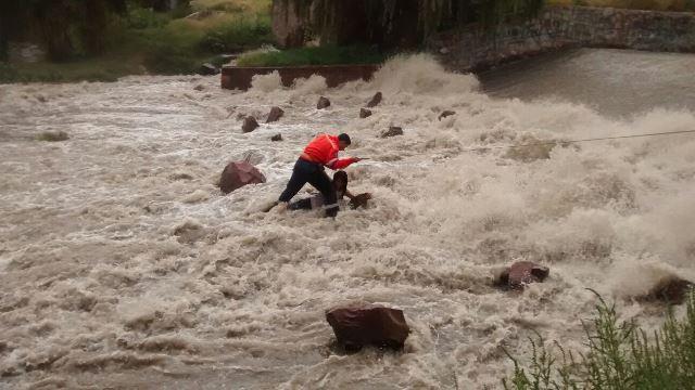 ¡Heroico rescate evita que joven muriera ahogada en el Río San Pedro en Aguascalientes!