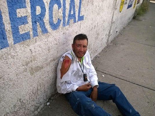 ¡Empleado del Servicio Postal Mexicano fue embestido por un vehículo en Aguascalientes!