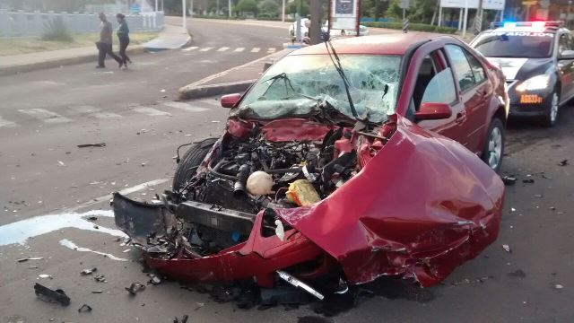 ¡Fuerte choque dejó una mujer lesionada en Aguascalientes!