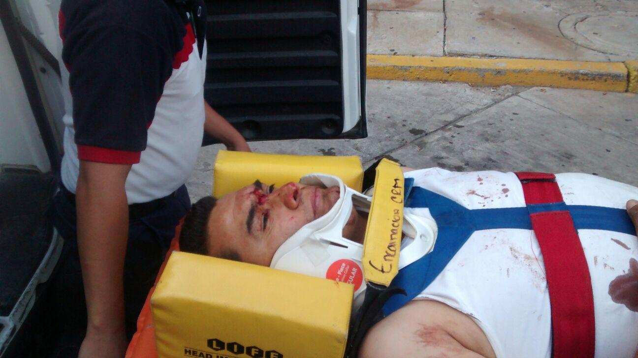 ¡4 heridos tras fuerte choque entre una pipa y un auto cerca de Ojuelos!