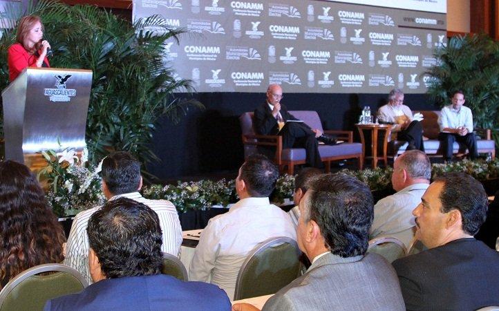 """¡Imparten panel magistral """"Una visión actual sobre los municipios de México"""" en seminario de alcaldes!"""