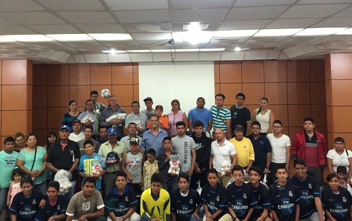 ¡Entregó Antonio Arámbula equipamiento a escuelas deportivas de Jesús María!
