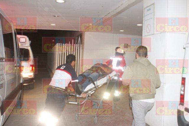 ¡Pareja resultó lesionada tras un fuerte choque en Lagos de Moreno!
