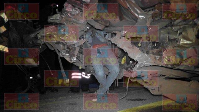 ¡Graves 2 hombres tras un fuerte accidente en Fresnillo!