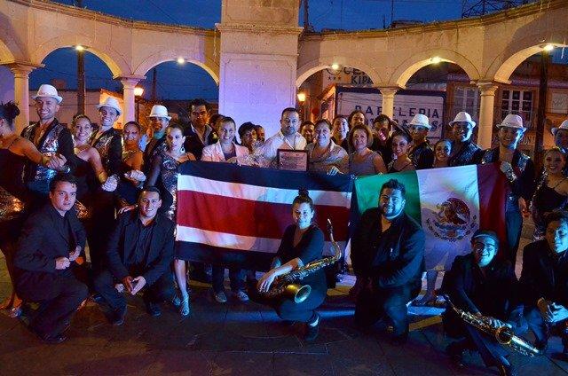¡Extraordinario el folclor internacional en Calera!
