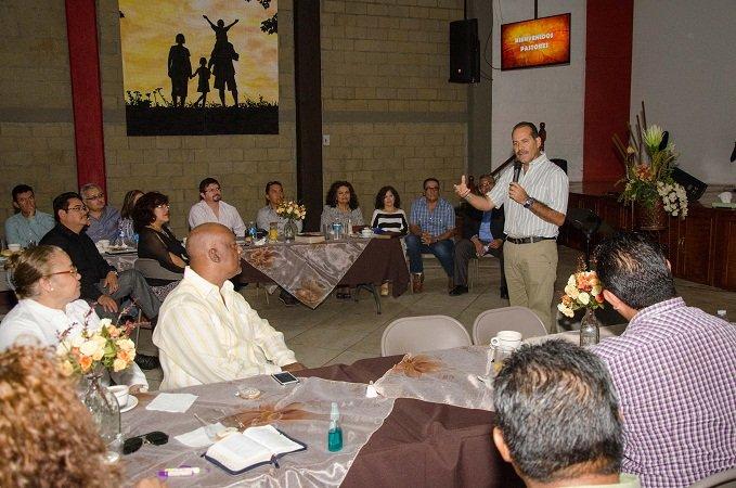 ¡Escucha Martín Orozco las necesidades de grupos religiosos de Ags.!