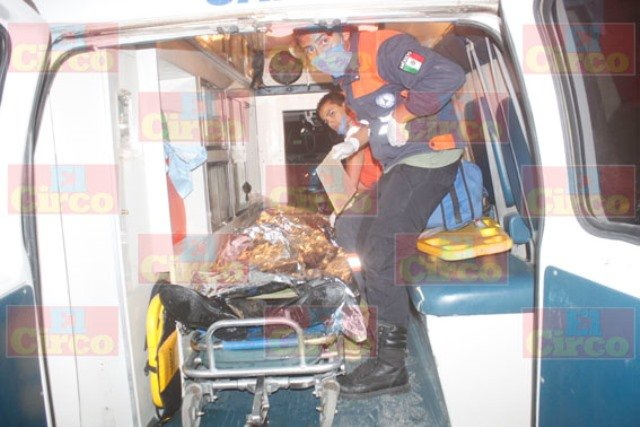 ¡FOTOGALERIA/ Heroico rescate de un hombre que cayó en una laguna llena de lirio en Lagos de Moreno!