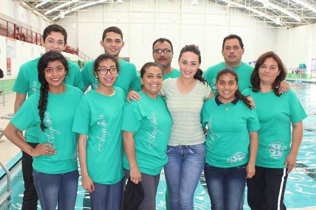 ¡Entregó equipo de natación Angélica del Río, candidata de la FENAZA 2015!