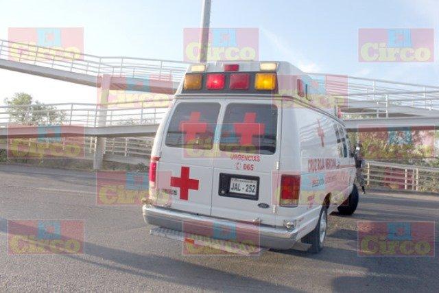 ¡Adolescente intentó suicidarse arrojándose de un puente peatonal en Lagos de Moreno!
