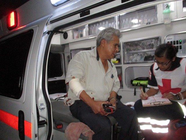 ¡Hombre resultó lesionado tras estrellar su auto contra un árbol en Aguascalientes!