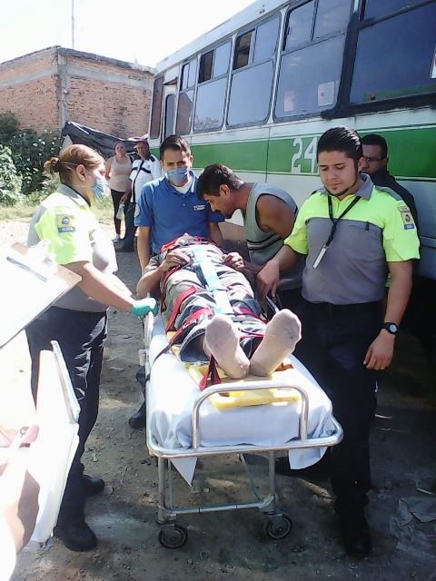 ¡Hombre fue aplastado por un camión urbano en Aguascalientes y logró sobrevivir!
