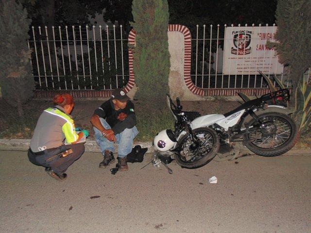 ¡Motociclista lesionado tras colisionar con un irresponsable taxista en Aguascalientes!
