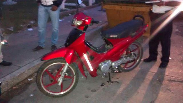 ¡Motociclista arrolló a peatón en Aguascalientes y ambos resultaron lastimados!