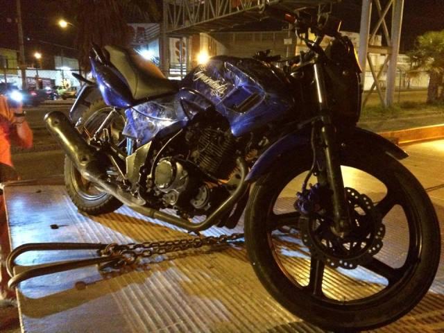 ¡Mortal accidente entre una moto, un urbano y una camioneta dejó una joven muerta en Aguascalientes!