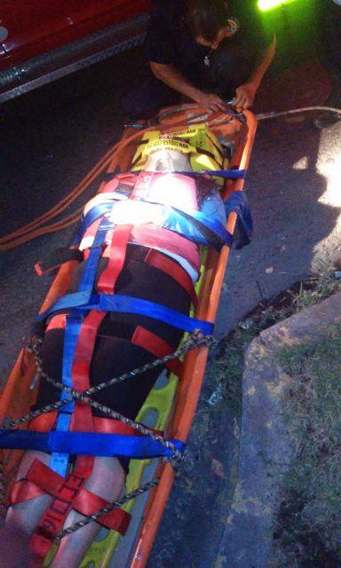 ¡Rescataron a una joven y un paramédico que cayeron a un arroyo en Aguascalientes!