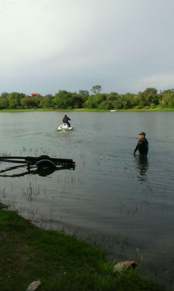 ¡Trágico día de campo para una familia en Aguascalientes: constructor murió ahogado en una presa!