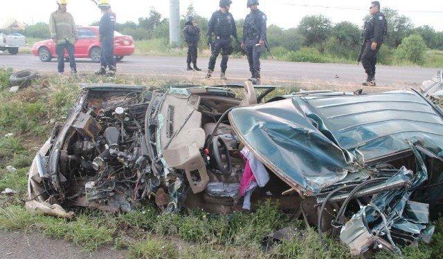 ¡4 lesionados tras impresionante volcadura de una camioneta en Zacatecas!