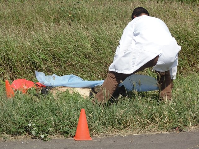 ¡Automovilista arrolló a 2 trabajadores en Aguascalientes y mató a uno de ellos!