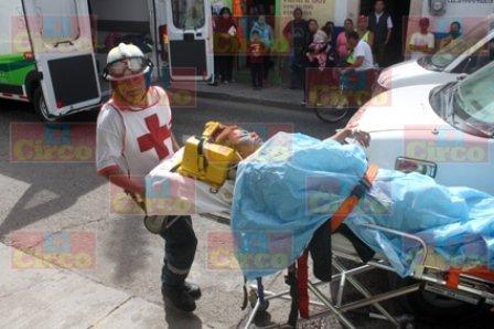 ¡15 lesionados tras chocar una camioneta contra un tráiler en Lagos de Moreno!