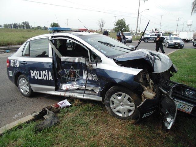 Un AMP y un policía municipal heridos tras choque de 2 patrullas en Aguascalientes!