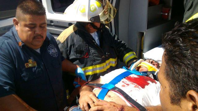 ¡3 lesionados tras fuerte carambola entre 3 vehículos en Aguascalientes!