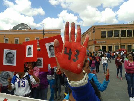 ¡Las normalistas de Aguascalientes tampoco olvidan a sus compañeros de Ayotzinapa!