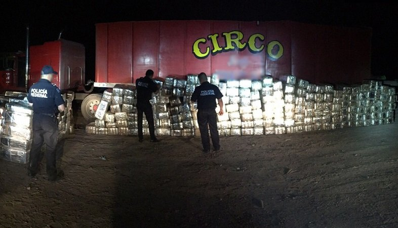 ¡Escondían 4 toneladas de droga en un vehículo de un circo en Sonora!
