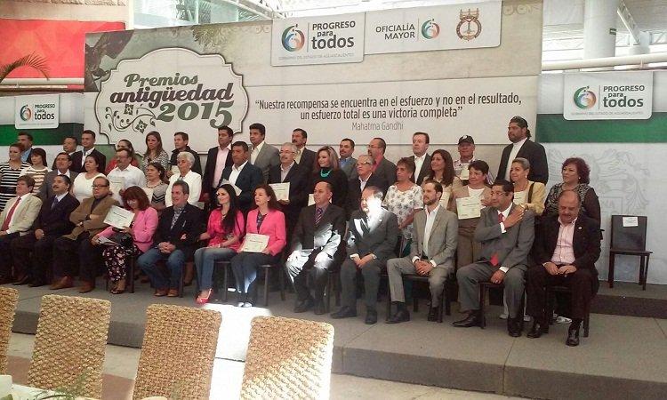 ¡Felicita el diputado de MC Oswaldo Rodríguez a servidores públicos de antigüedad del gobierno estatal!
