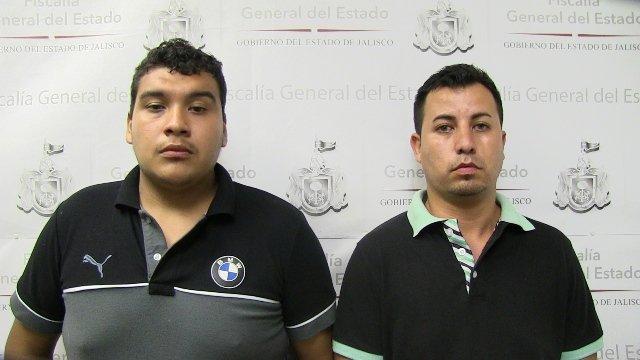 ¡Consignan a par de sujetos que robaron un automóvil con violencia en Guadalajara!