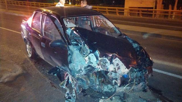 ¡Joven alcoholizado se salvó de morir tras estrellar su auto en un puente en Aguascalientes!