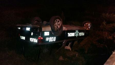 ¡ FOTOGALERIA/ 3 policías municipales se salvaron de morir tras volcar su patrulla en Aguascalientes!