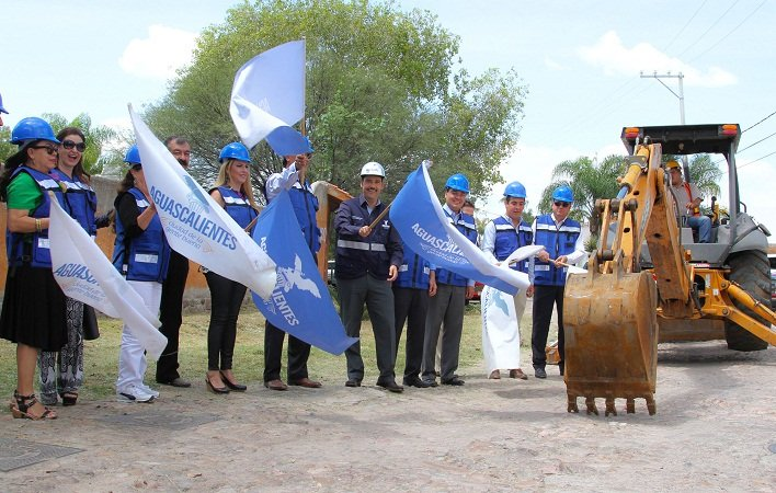 ¡Arrancan obras de construcción de colector sanitario en el Fracc. Campestre La Herradura!