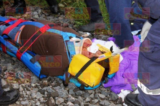 ¡Maestra de primaria fue arrollada por el tren en Lagos de Moreno y vive de milagro!