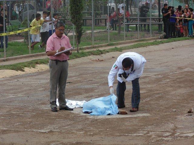 ¡FOTOGALERIA/ Niño de 2 años de edad murió atropellado por una camioneta en Aguascalientes!