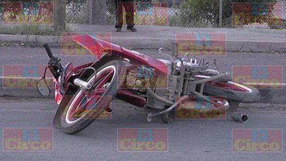 ¡Motociclista murió embestido por un auto en Fresnillo!