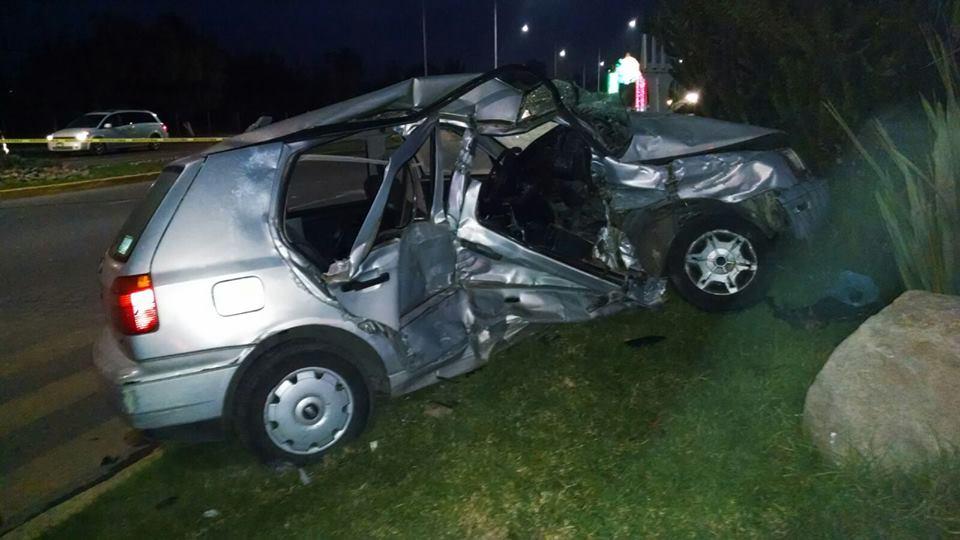 ¡1 muerto y 3 lesionados tras brutal choque entre un auto y una camioneta en Aguascalientes!