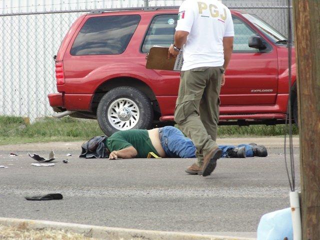 ¡ FOTOGALERIA/ Murió un motociclista tras chocar contra un automóvil en Aguascalientes!