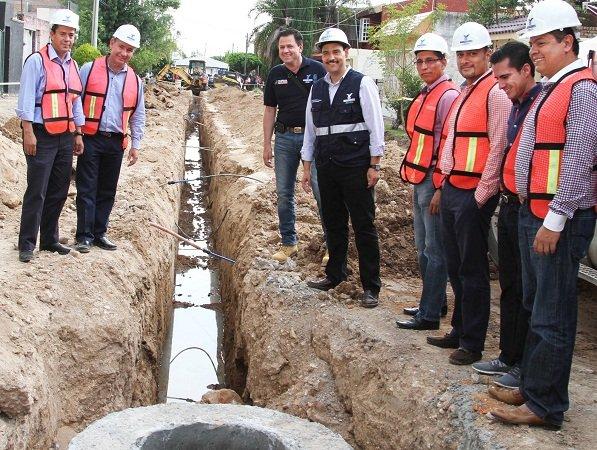 ¡Supervisa el MunicipioAgs obras de repavimentación en el Fracc. Parras!