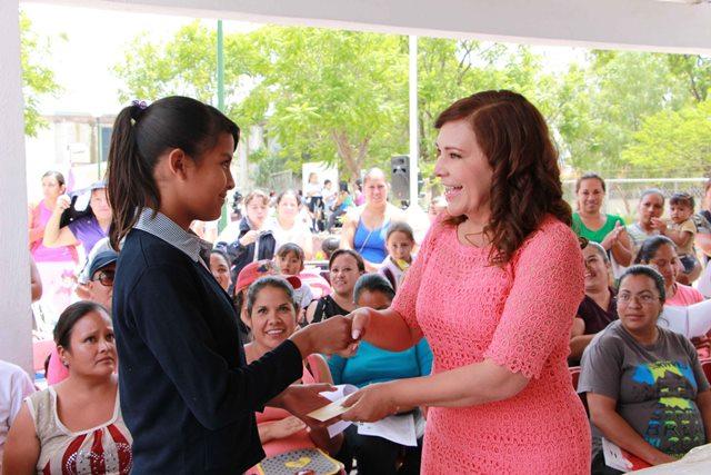 ¡Margarita Gallegos Soto entregó 648 becas de educación primaria a niños y niñas de todo el Municipio!
