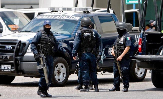 ¡Aseguran arsenal en el interior de una camioneta en Sinaloa!