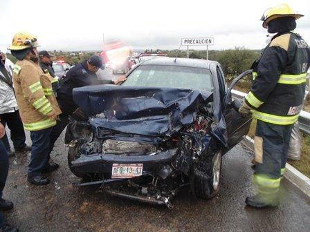 ¡FOTOGALERÍA/ 3 lesionados, uno de Loreto, Zacatecas , tras choque frontal en Aguascalientes !