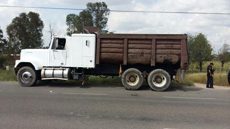 ¡Camioneta chocó contra un camión de basura y se volcó en Aguascalientes: 1 lesionado!
