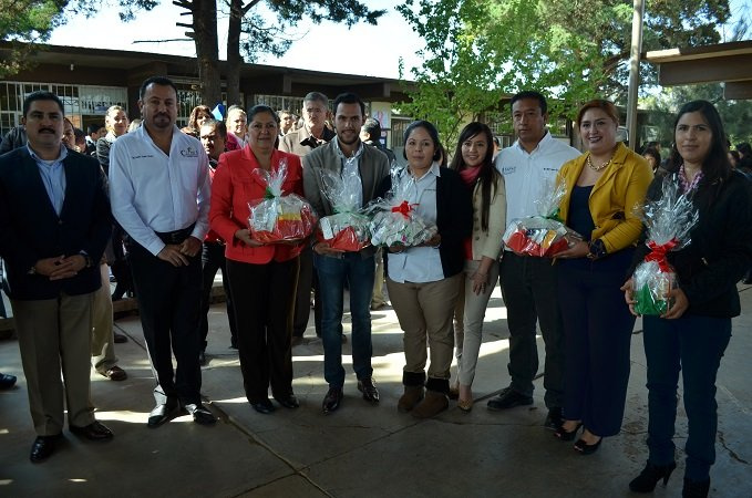¡Dona SAPAC 400 unidades de medicamento al SMDIF de Calera!