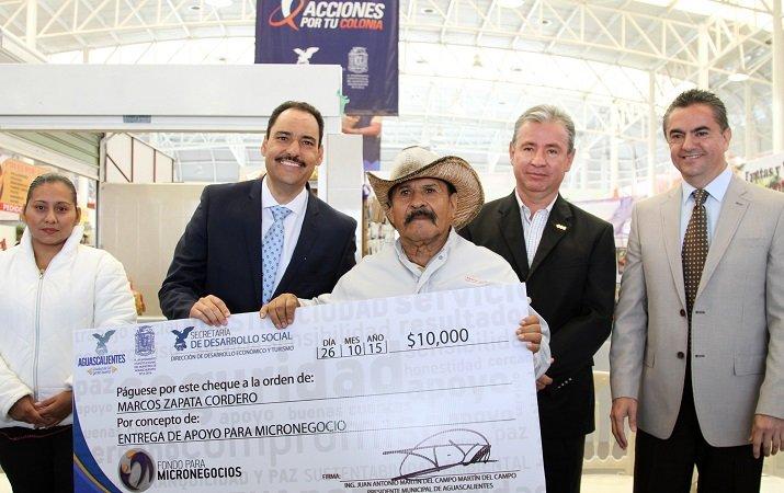 ¡Entregó el MunicipioAgs 60 créditos a locatarios del mercado de VNSA!