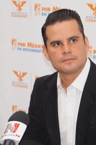 ¡Usuarios de CAASA no deben pagar los platos rotos por modificación a la Ley de Aguas: Vicente Pérez Almanza!