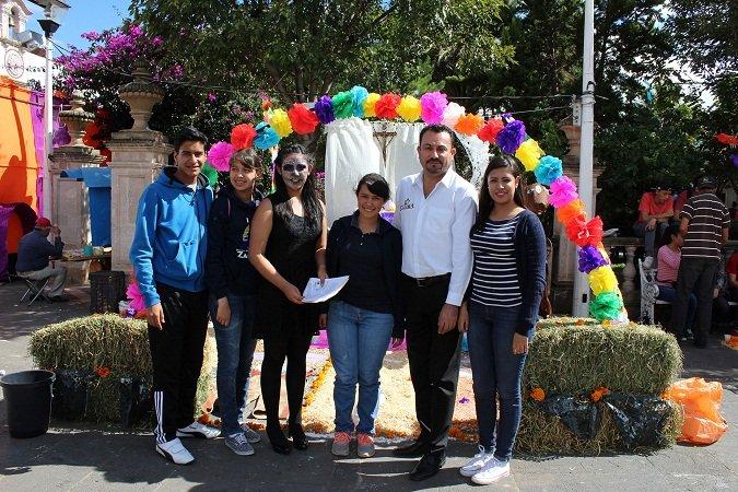 ¡Celebra el Instituto de la Juventud de Calera el Día de Muertos!